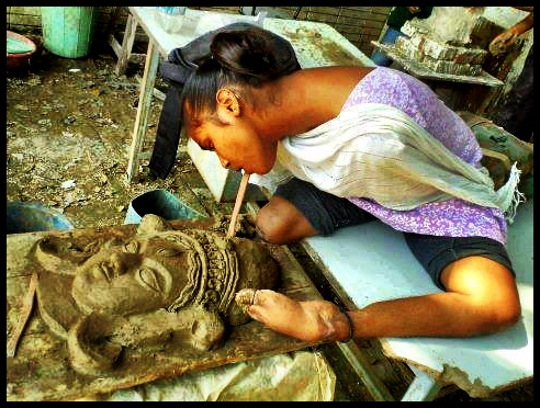 indian sculptor (photo credit unknown)
